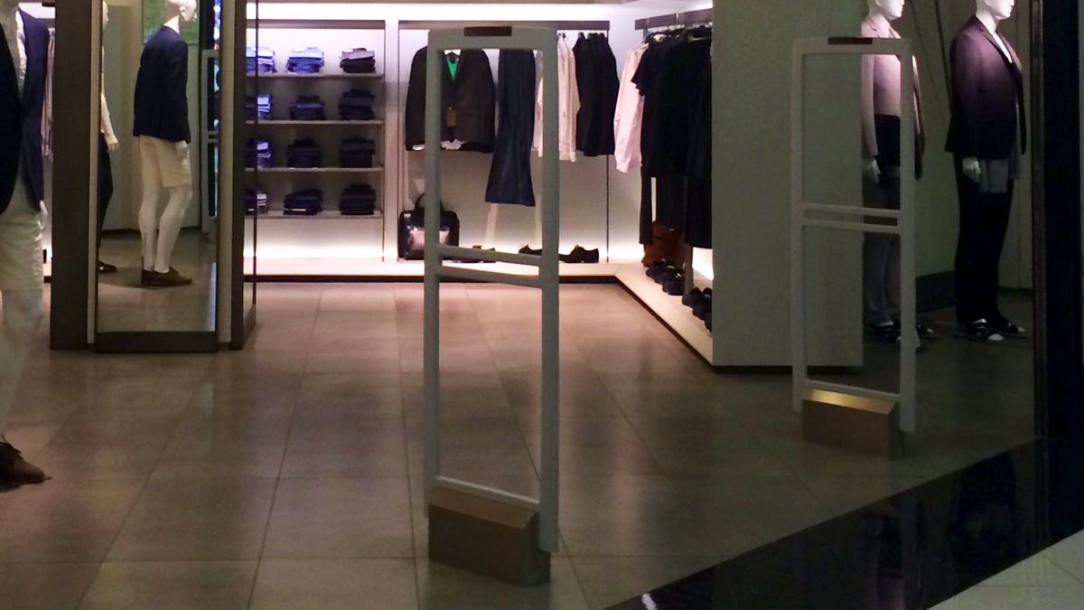 Бутик модной одежды, обуви, косметики и аксессуаров ZARA